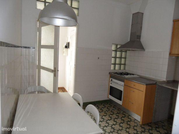 Apartamento T5 - Celas