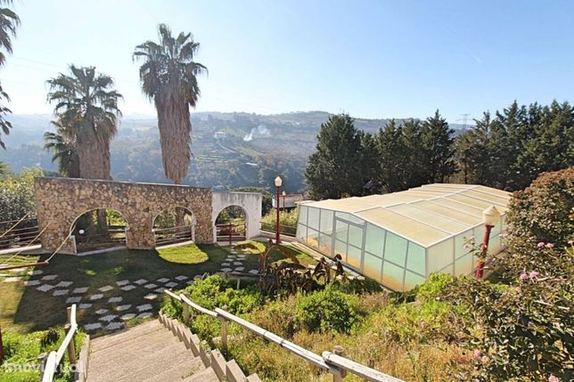Moradia T6 com piscina e jardim, Arruda dos vinhos a 30 min.s de Lisbo
