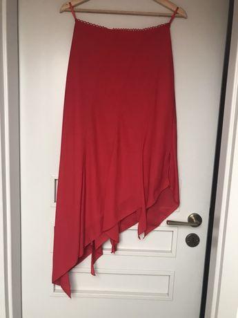 Śliczna czerwona spódniczka