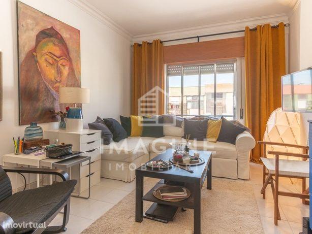 Apartamento de 2 assoalhadas, prédio com elevador, zona d...
