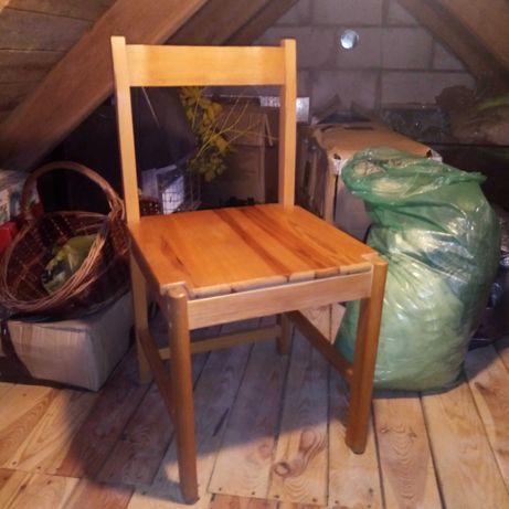 wielkie krzesło sosnowe