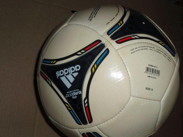 Футбольний мяч Танго 2012