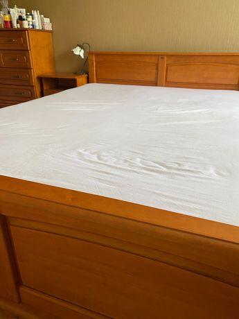 Drewniane łóżko małżeńskie z ramą