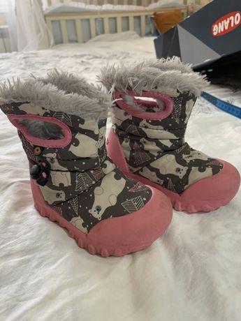 Зимние сапожки на девочку Bogs