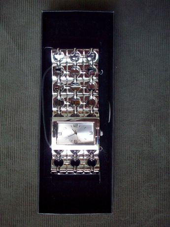 Жіночий наручний кварцевий годинник