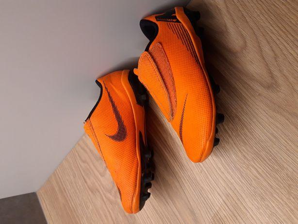 Buty piłkarskie NIKE, korki rozm.28,5
