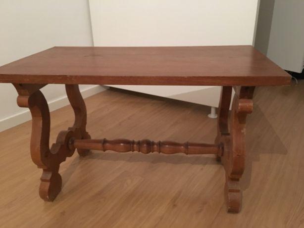 Mesa de centro ou mesa de TV em madeira maciça antiga