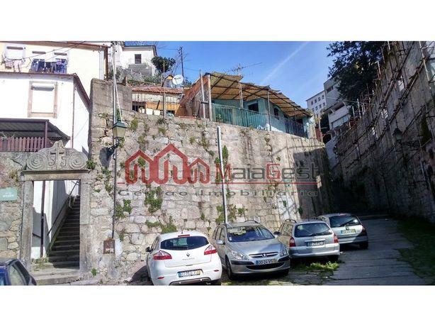 Edifício para reconstruir em Miragaia | MaiaGest