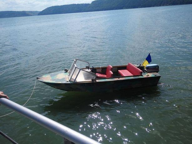 Лодка  Днепр з мотором та лафетом!!!
