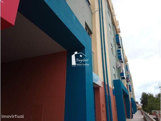 Apartamento 4 assoalhadas em zona central do Monte da Cap...