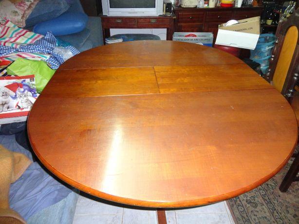 mesa de sala de jantar com quatro cadeiras em cerejeira.