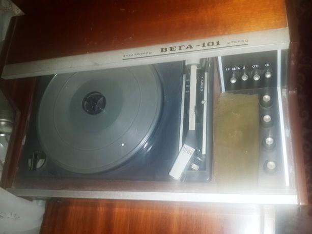 Электрофон Вега 101 стерео пластинки виниловые