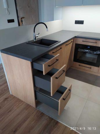 Kuchnie, szafy, meble na wymiar