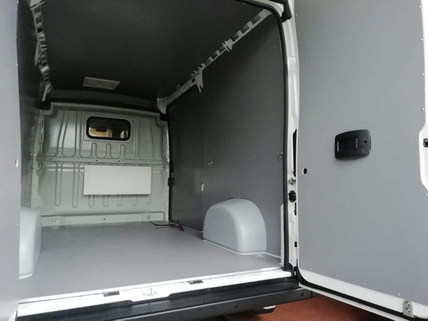 Zabezpieczenie paki auta dostawczego w Fiat Ducato L2H2