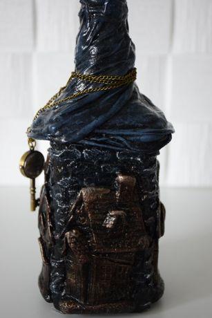 Jack Daniels pusta butelka motyw dom z zegarkiem kluczem