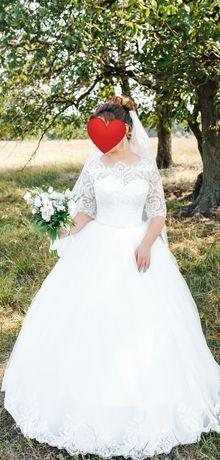 Очень красивое свадебное платье с кружевом, 46 размер