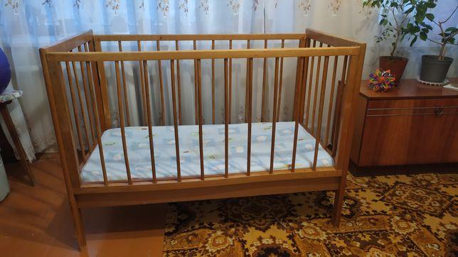 Кровать детская деревянная с матрасом