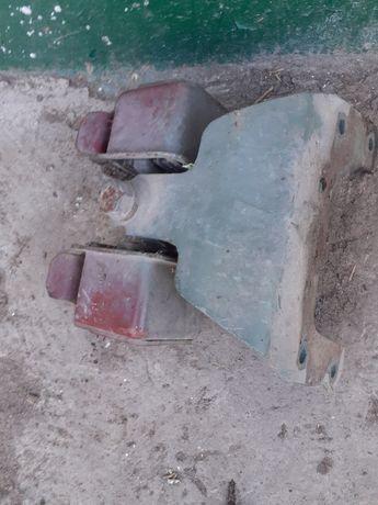 Подушка двигуна ом366  .кпп мерседес 814 ,817 задня.