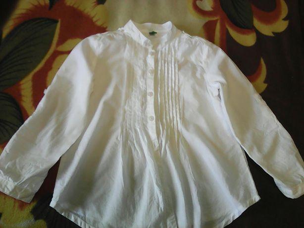 Школьная блузка белая нового состояния фирмы United Colors of Benetton