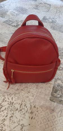 Продам рюкзак +  в подарок ключница из натуральной кожи