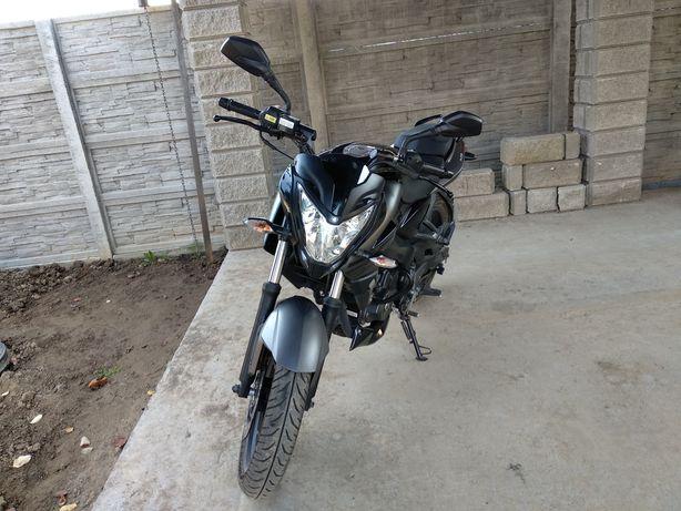 Продаю Bajaj NS200