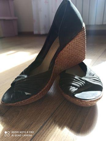 Wsuwane skórzane sandały
