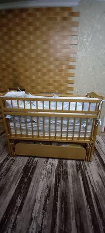 Кроватка детская, в хорошем состоянии.