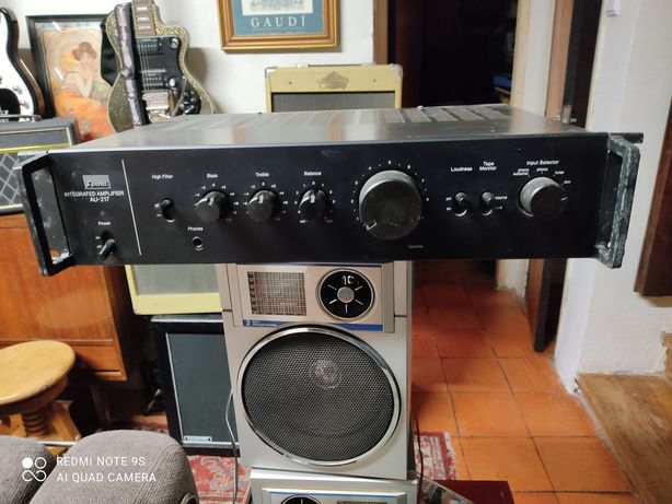Amplificador SANSUI  AU-217 vintage anos 70