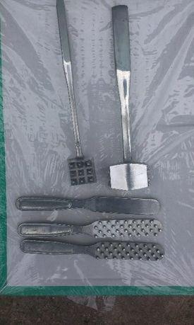 Приспособление для чистки рыбной чешуи и молоток для отбивания мяса