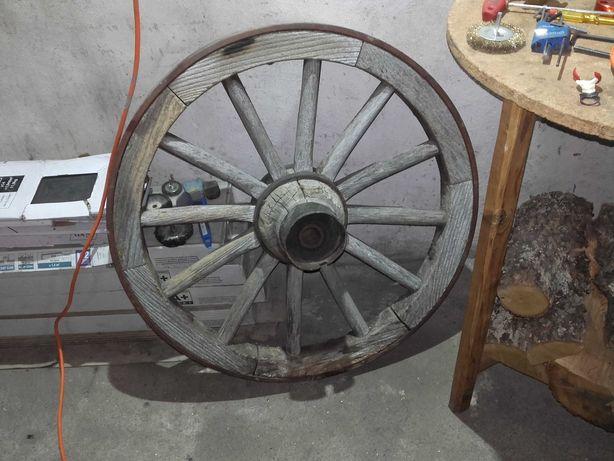 Roda de carroça antiga
