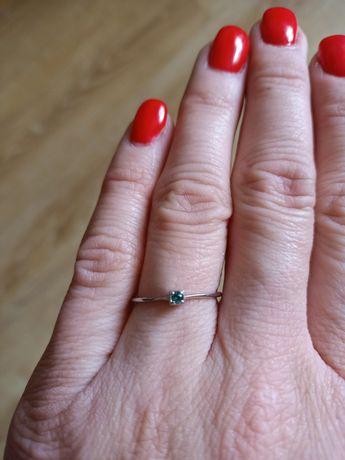 Nowy srebrny pierścionek