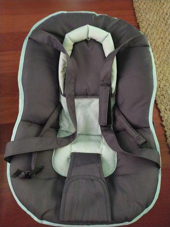 Cadeira de relaxar com alças de bebe e bonequinhos pra entreter