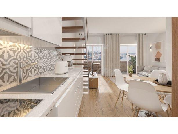 Vende-se Apartamento Loft Mezzanine T1 Novo com Varanda (...