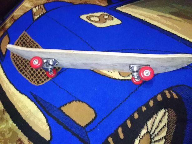 Продам скейт доска та траки(колеса)