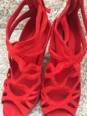 Sandálias vermelhas camurça Zara