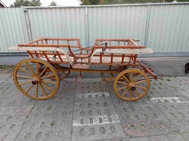 Wóz na drewnianych kołach bryczka typ łowicki dom ogród