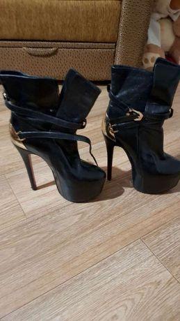 Продам ботинки «Лабутены», натуральная кожа, Италия