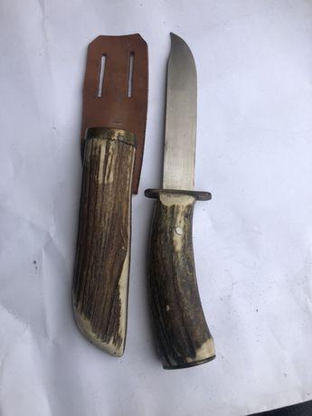 Nóż mysliwski z rogu jelenia