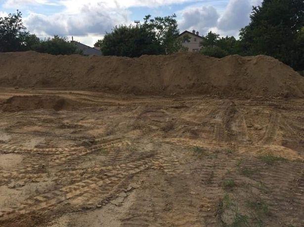 Żółty piasek na zasypke podniesienia terenu z delikatna glinka