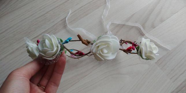 Ozdoba wianek do włosów kwiatki wstążka biała pleciona