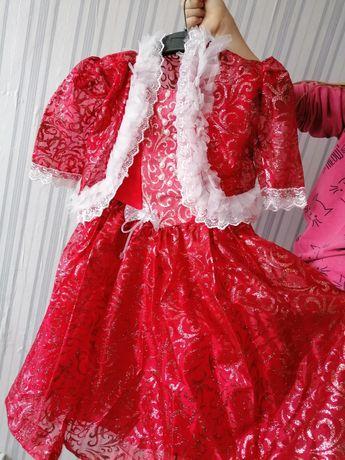 Продам 2 платья на девочку 5-6лет