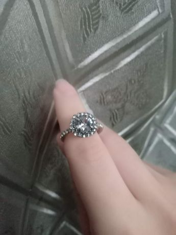Кольцо новое, каблучка нова, кольцо с камнями