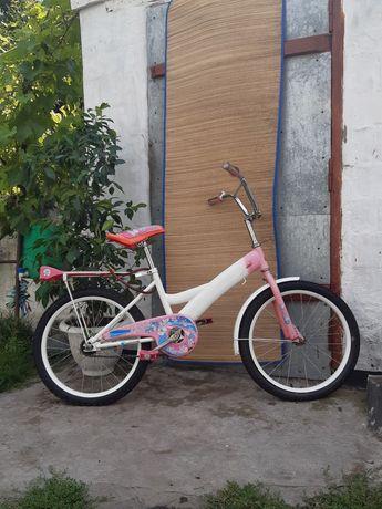 Велосипед для дівчинки підлітка.