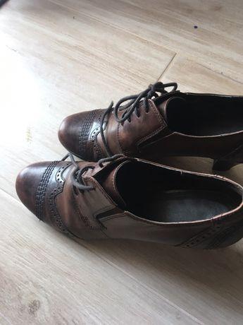 Buty czółenka skórzane 39 r