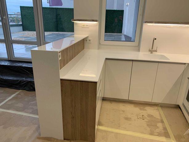 Журнальні,кухонні столи з Кварциту,стільниці у кухню та ванну кімнату