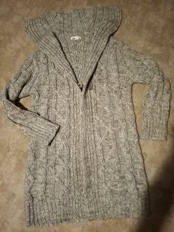 Szary sweter tunika