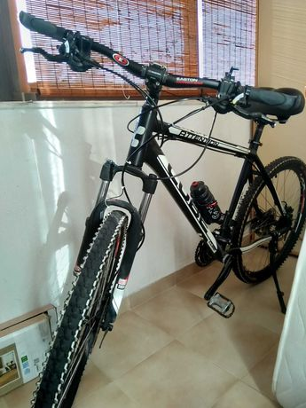 Bicicleta de BTT marca CUBE com pouco uso