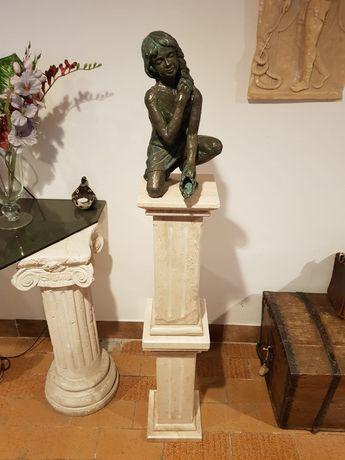 Marmurowa kolumna z figurką