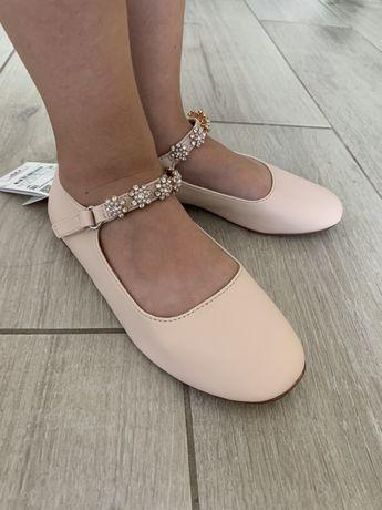 Продам красивые туфли zara на девочку