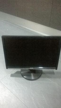 Monitores LCD Asus e Fujitsu